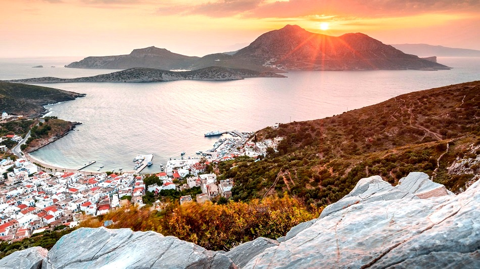 fourni_town_and_thymaina_island_as_seen_from_acropolis_at_sunset-1_0
